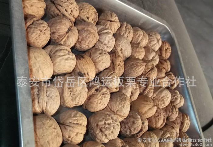 新疆干果纸皮核桃,满一吨包邮。优惠中